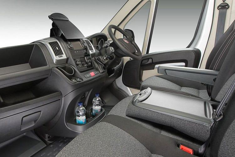 Fiat Ducato 35 Maxi LWB 2.3 MultijetII FWD 160PS 1-Way Tipper Double Cab Manual [Start Stop] inside view
